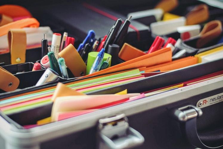Skapa rena ytor med kontorstillbehör för arbete, hem och skola | Biztrends