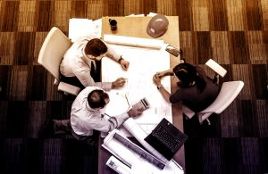 En projektledningskonsult kan hjälpa både projektgruppen och projektledningen