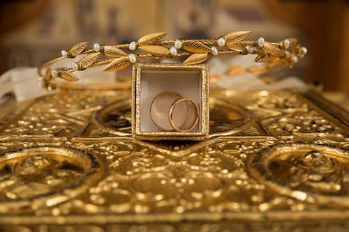 Tips när du ska köpa vackra smycken i guld