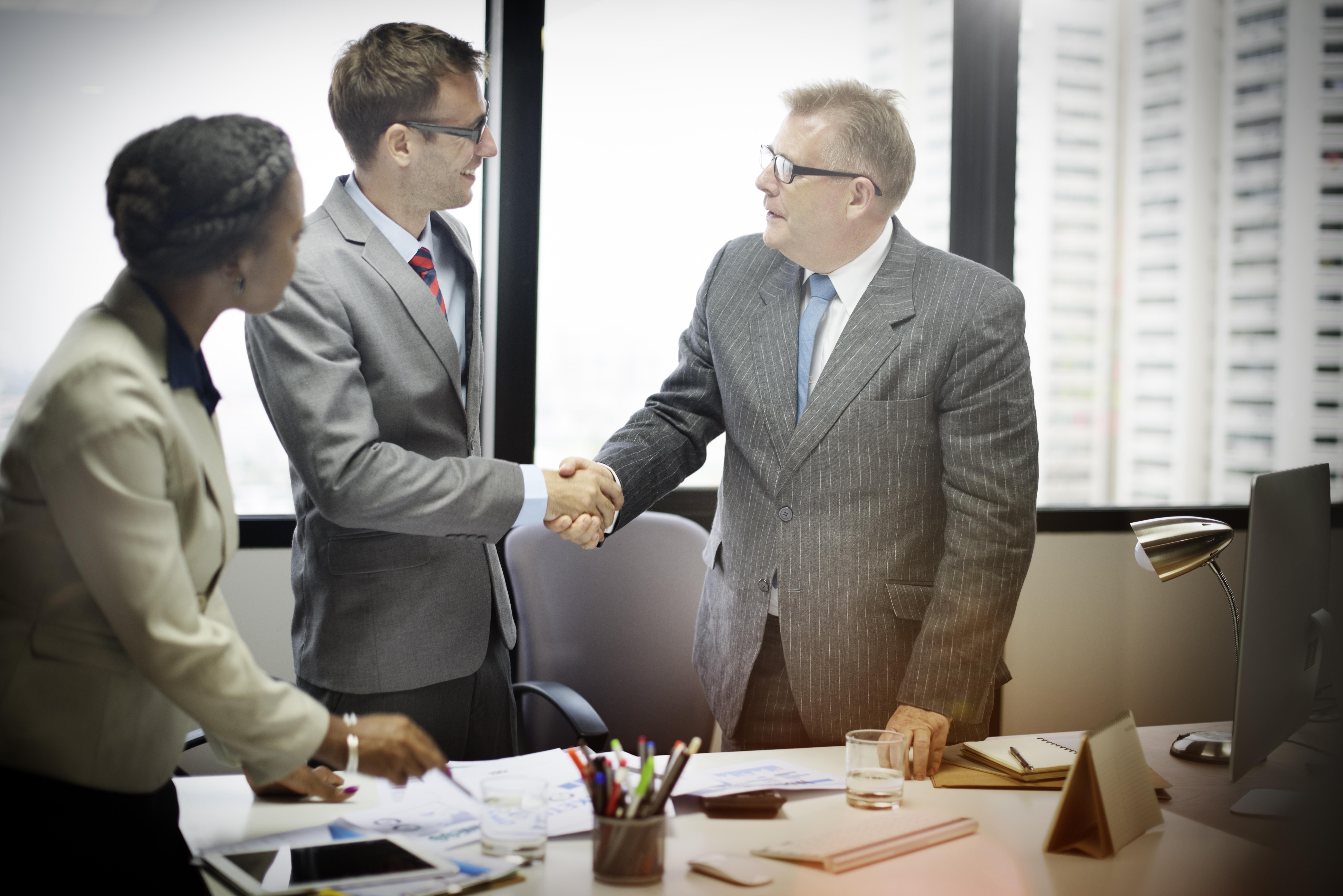 Fyra steg för att utföra strategisk planering för företag och öka sannolikheten att företaget når framgång