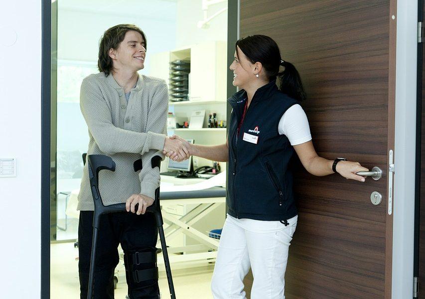 Drömmer du om ett yrkesliv som undersköterska? Se hit!
